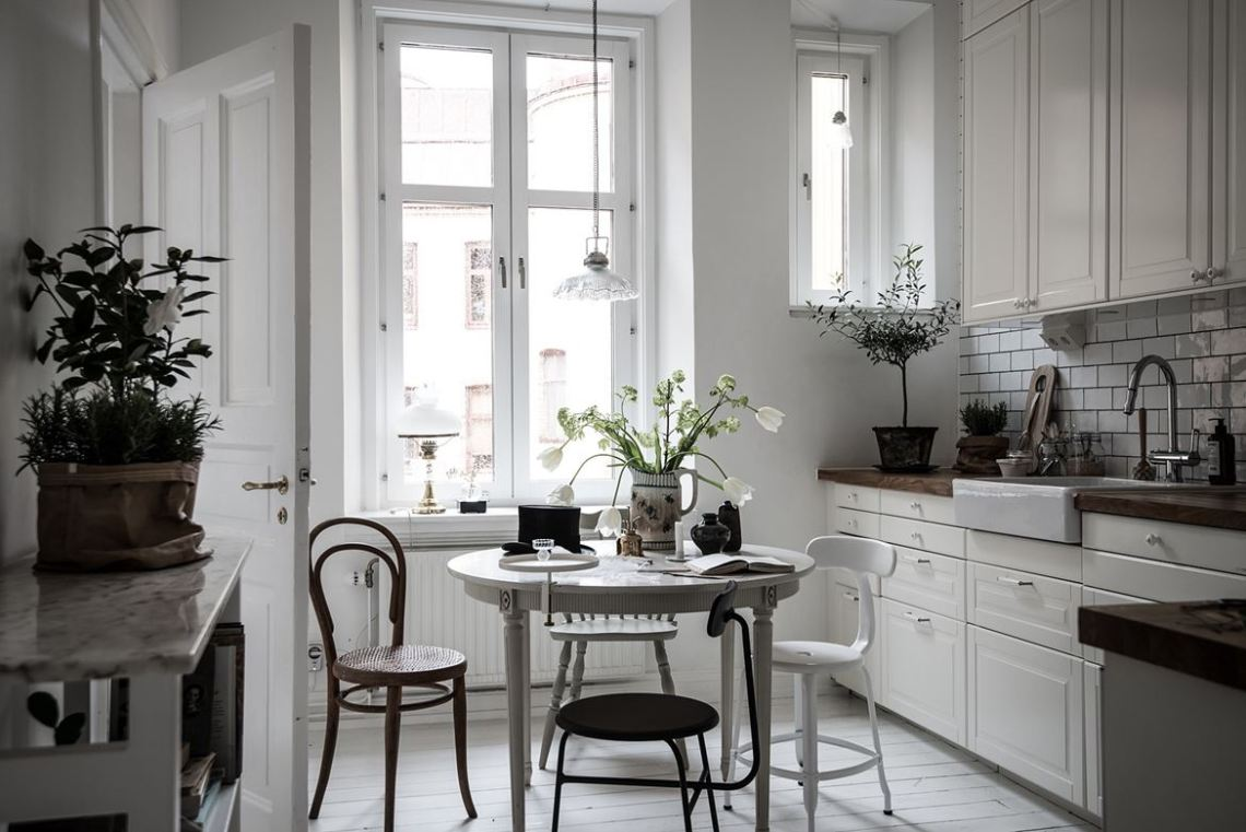 Cozy home with lovely details - via cocolapinedesign.com