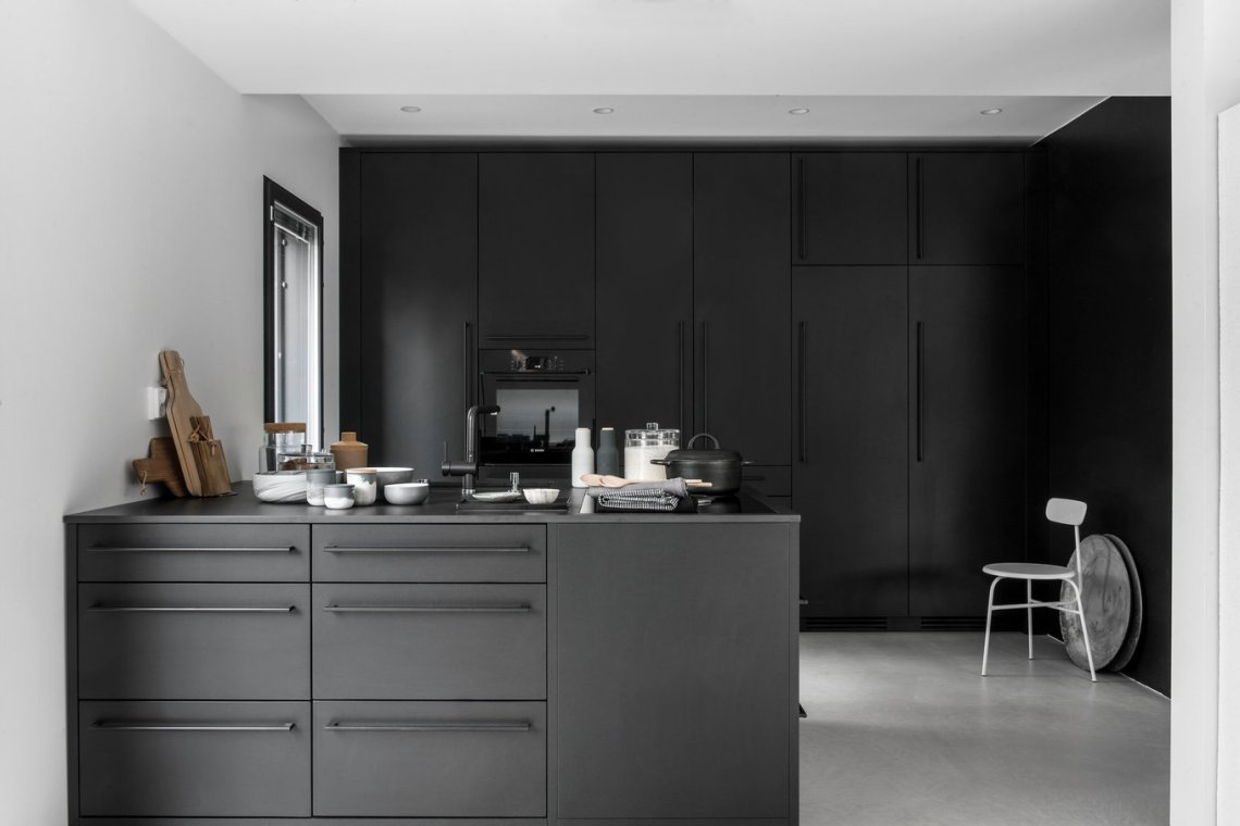 Beautiful black kitchen coco lapine designcoco lapine design for Beautiful black kitchens