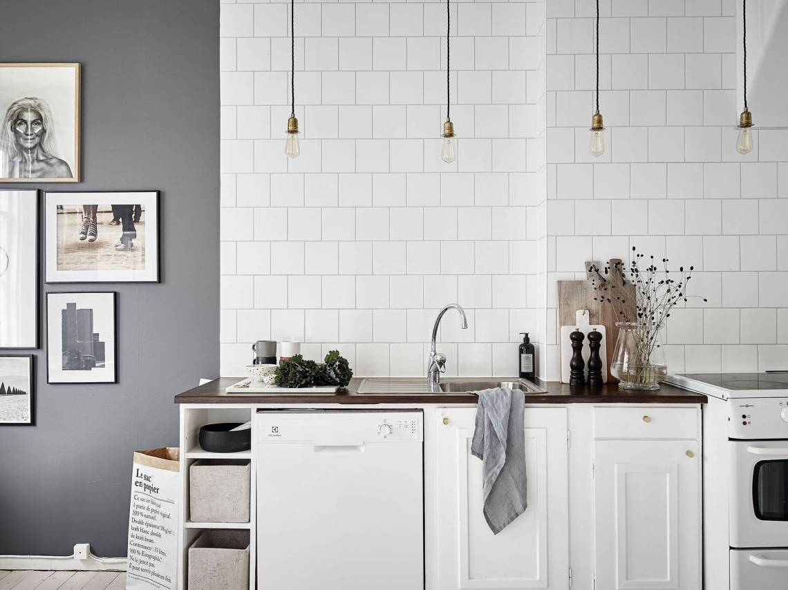 Kitchen in grey - via Coco Lapine Design