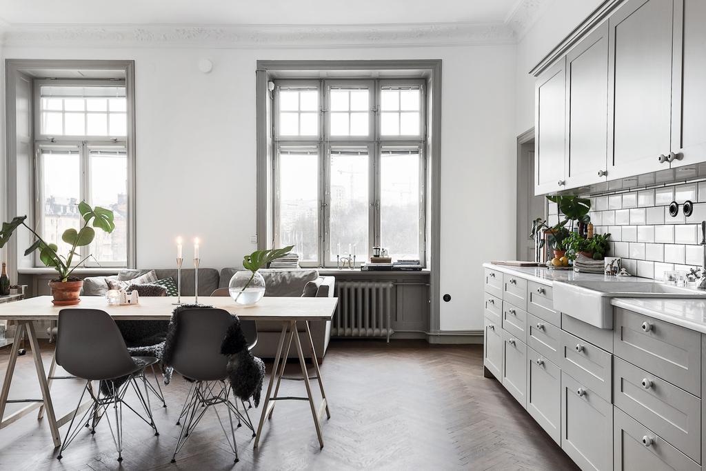 Grey kitchen and dark herringbone floors - via Coco Lapine Design
