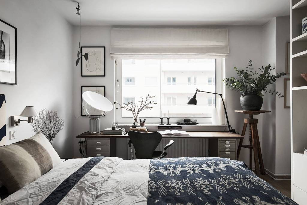 Small home in dark tints - via Coco Lapine Design