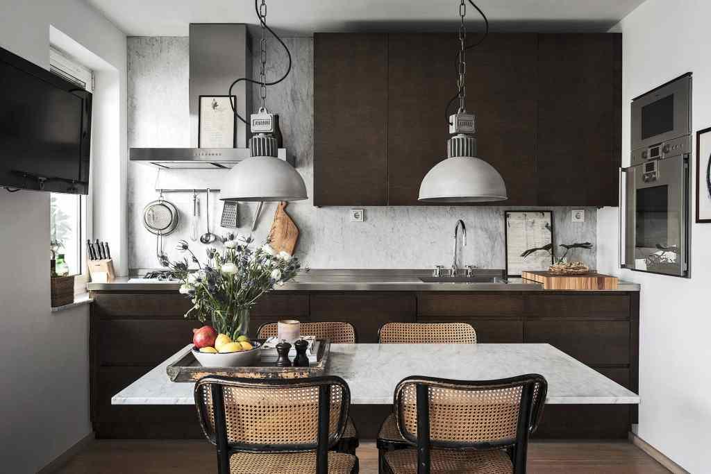 Small home in dark tints - via Coco Lapine Design==
