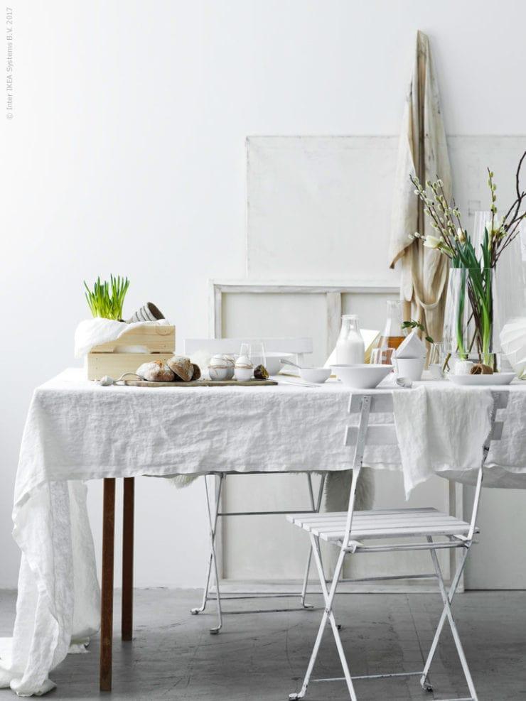 Beautiful easter breakfast setting - via Coco Lapine Design