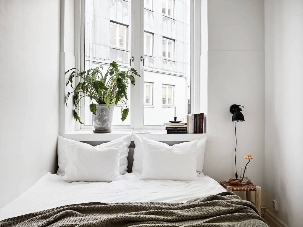 White home with warm details - via Coco Lapine Design