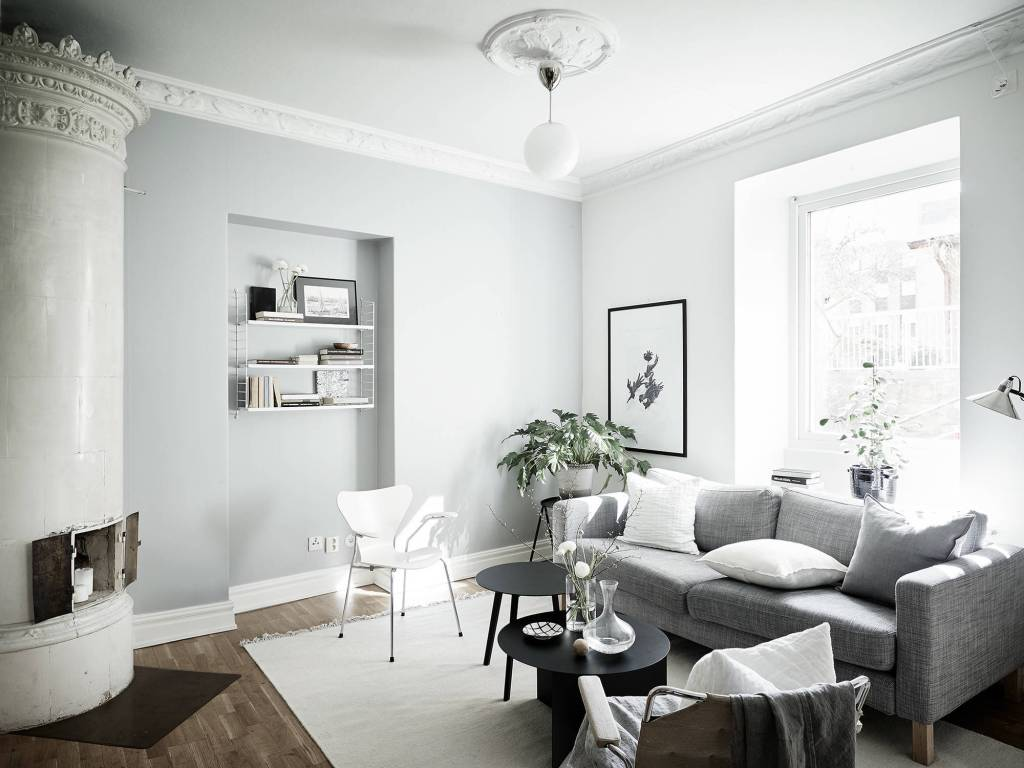Cozy home with black accents - via Coco Lapine Design