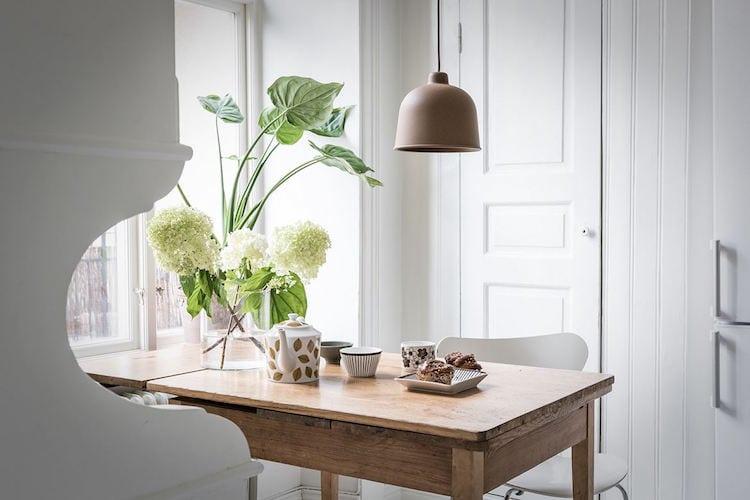 Fresh kitchen table look - via Coco Lapine Design blog