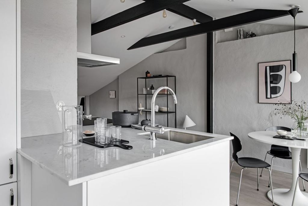 Light flooded rooftop apartment - via Coco Lapine Design blog