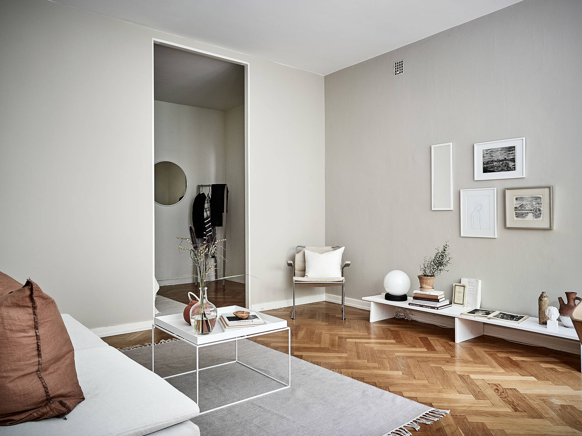 ... Minimal home with warm colors - via Coco Lapine Design blog ...