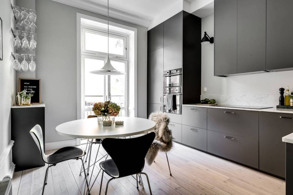 Cozy home with soft green walls - via Coco Lapine Design blog