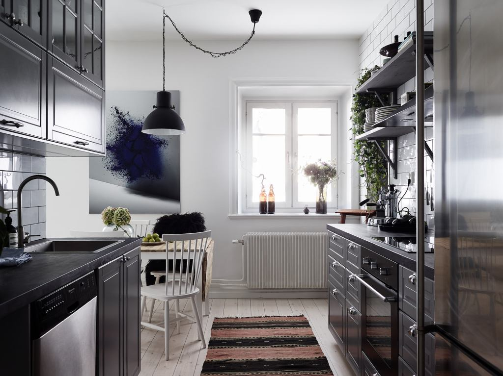 Grey kitchen with a tile wall - via Coco Lapine Design blog