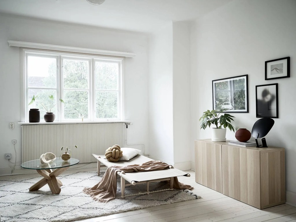 Minimal living room in natural colors - via Coco Lapine Design blog