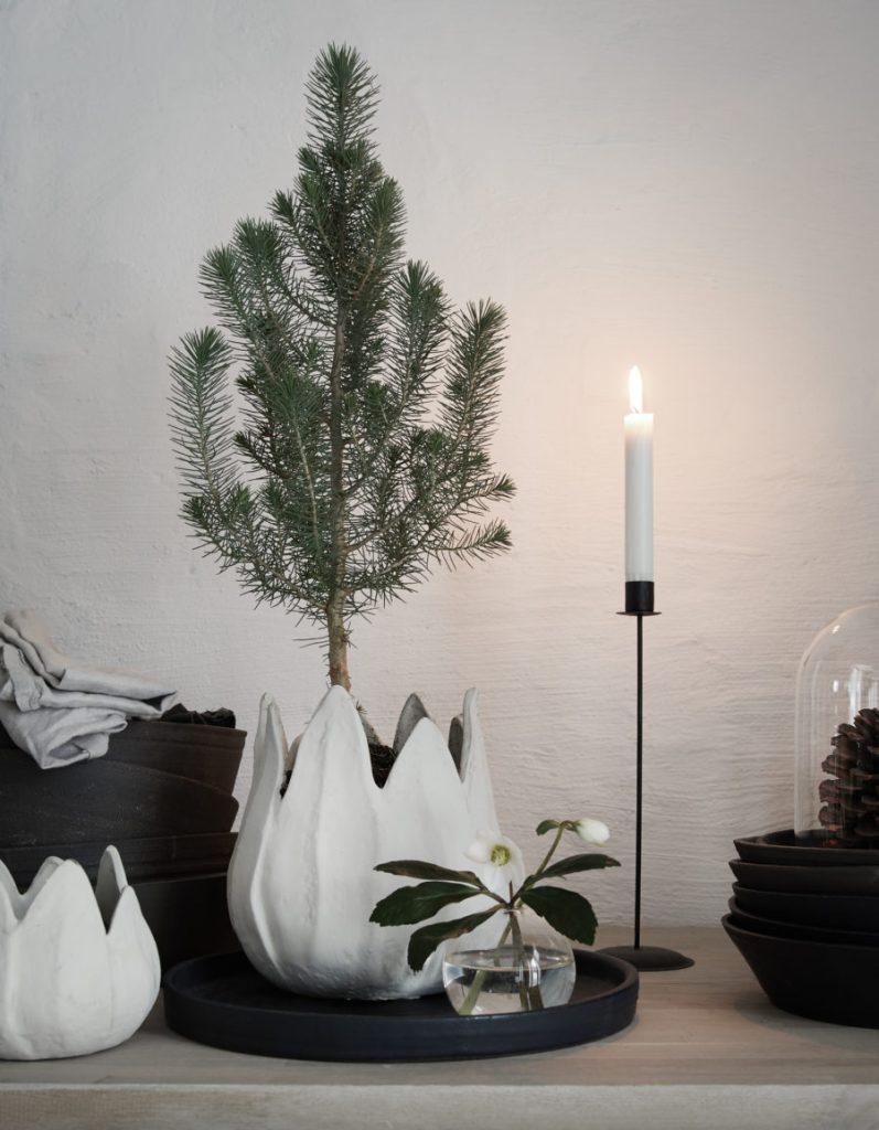 Daniella Witte's Christmas office - via Coco Lapine Design blog2-Advent_jul_studion_Daniella-Witte-2-900x1156