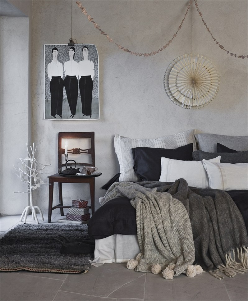 Home in Christmas spirit - via Coco Lapine Design blog