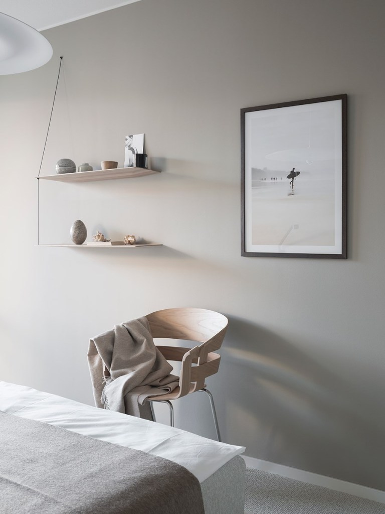 Home in white and beige - via Coco Lapine Design blog
