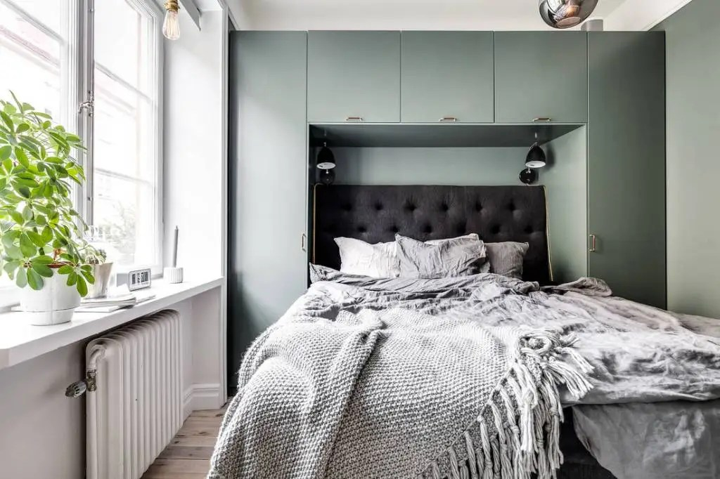 5 Smart bedroom storage examples - via Coco Lapine Design blog