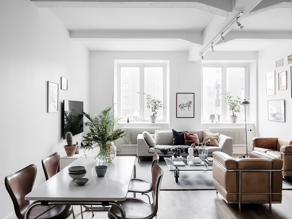 Bright living room with an industrial touch - via Coco Lapine Design blog