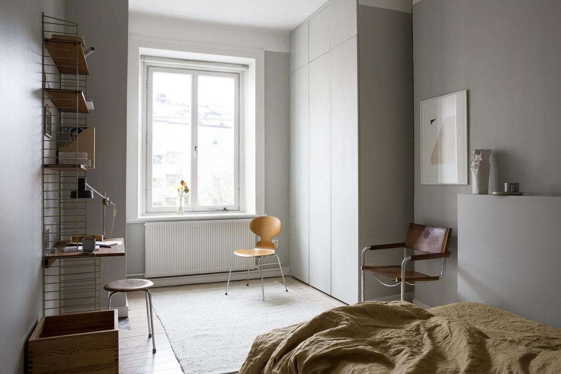 Grey bedroom with warm accents colors - via Coco Lapine Design blog