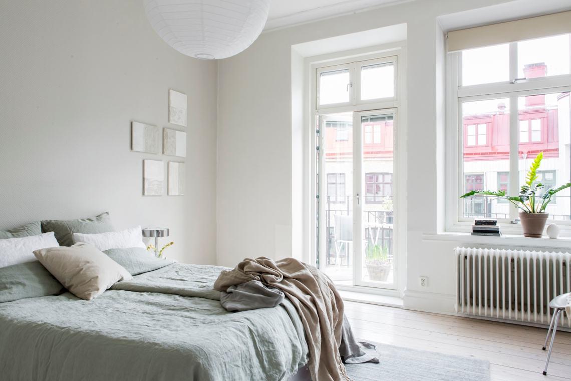 Beige bedroom in spring tints - via Coco Lapine Design blog