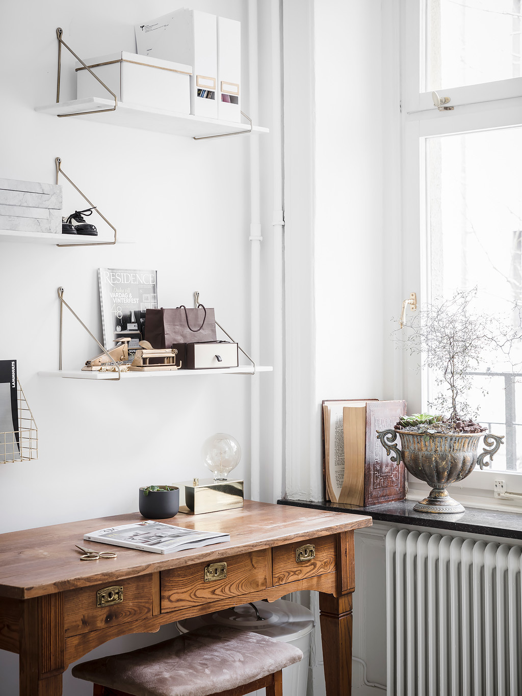 Fresh classic bedroom - via Coco Lapine Design blog