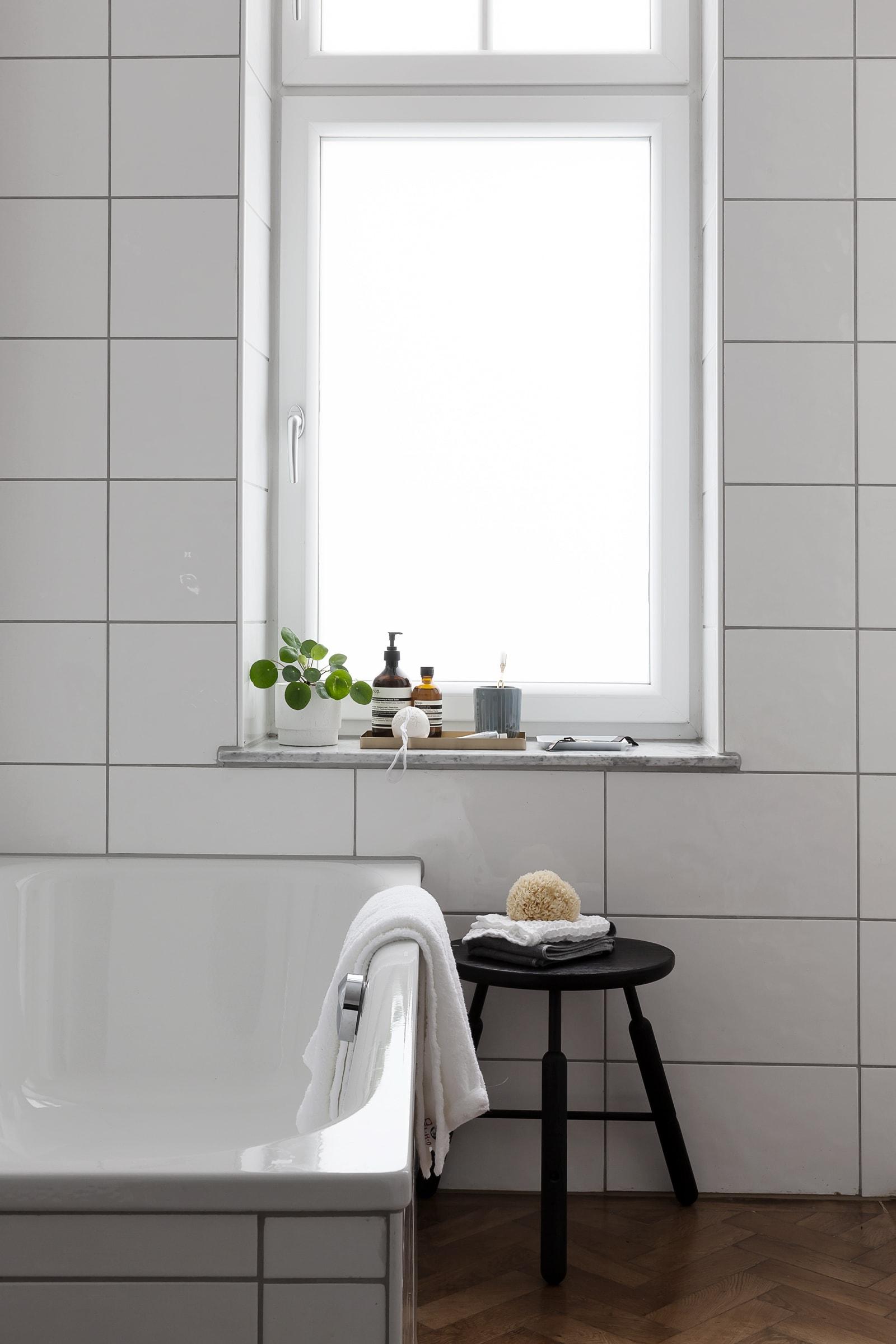 Peek into our bathroom - COCO LAPINE DESIGNCOCO LAPINE DESIGN