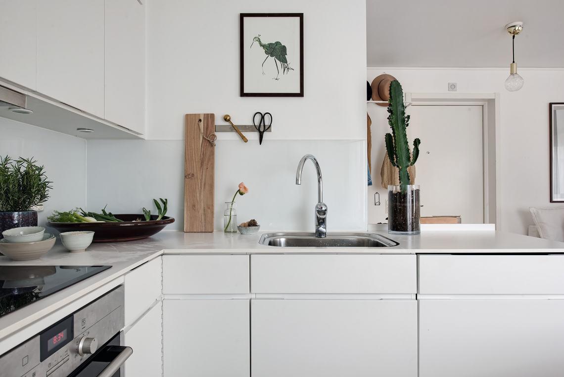 Small and stylish studio - via Coco Lapine Design blog