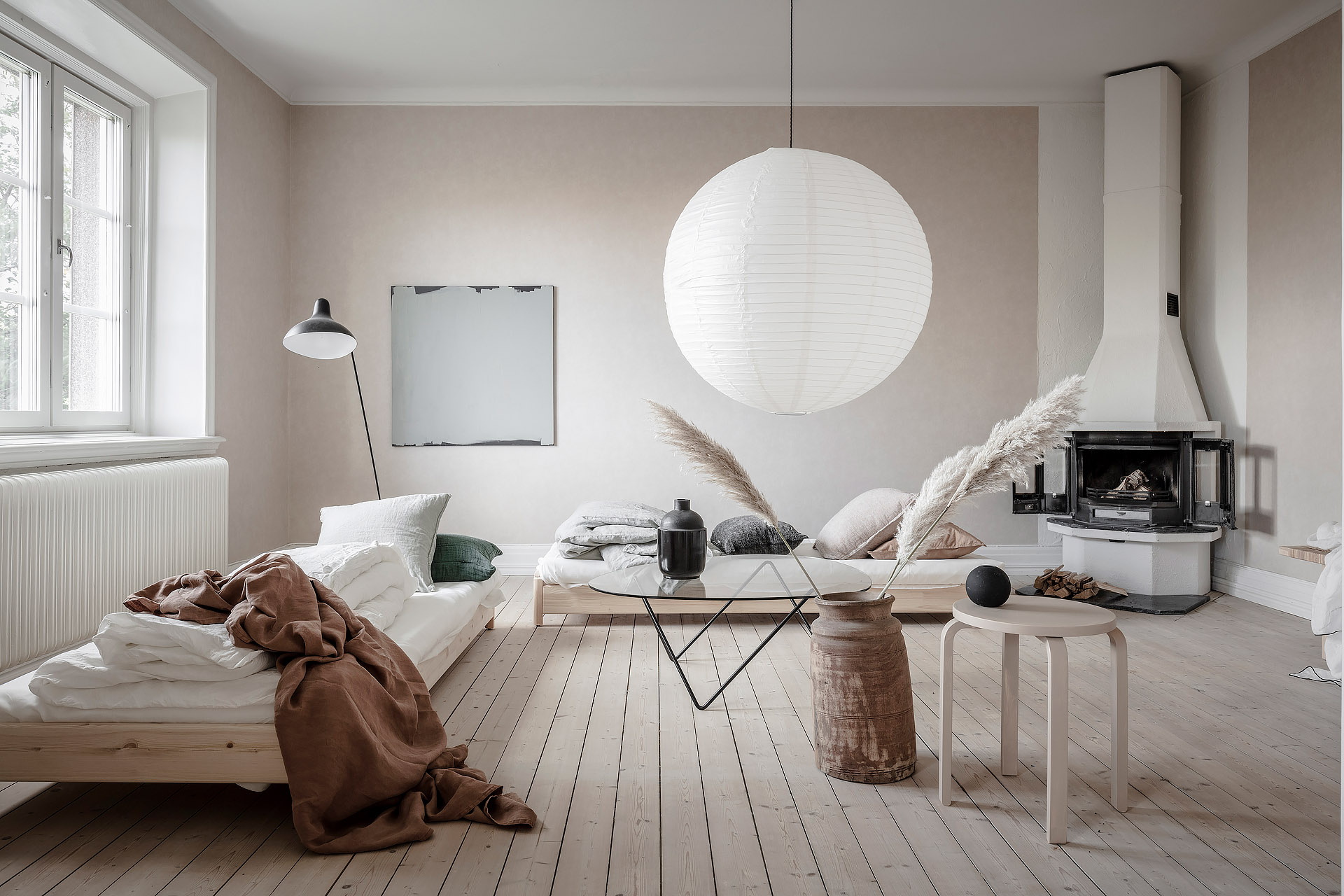 Perfekt This Home Staging Project Done By Talented Stylist Emma Fisher Doesnu0027t Look  Like The Usual Home For Sale, Yet Is Styled In A Very Minimal, Artistic Way.