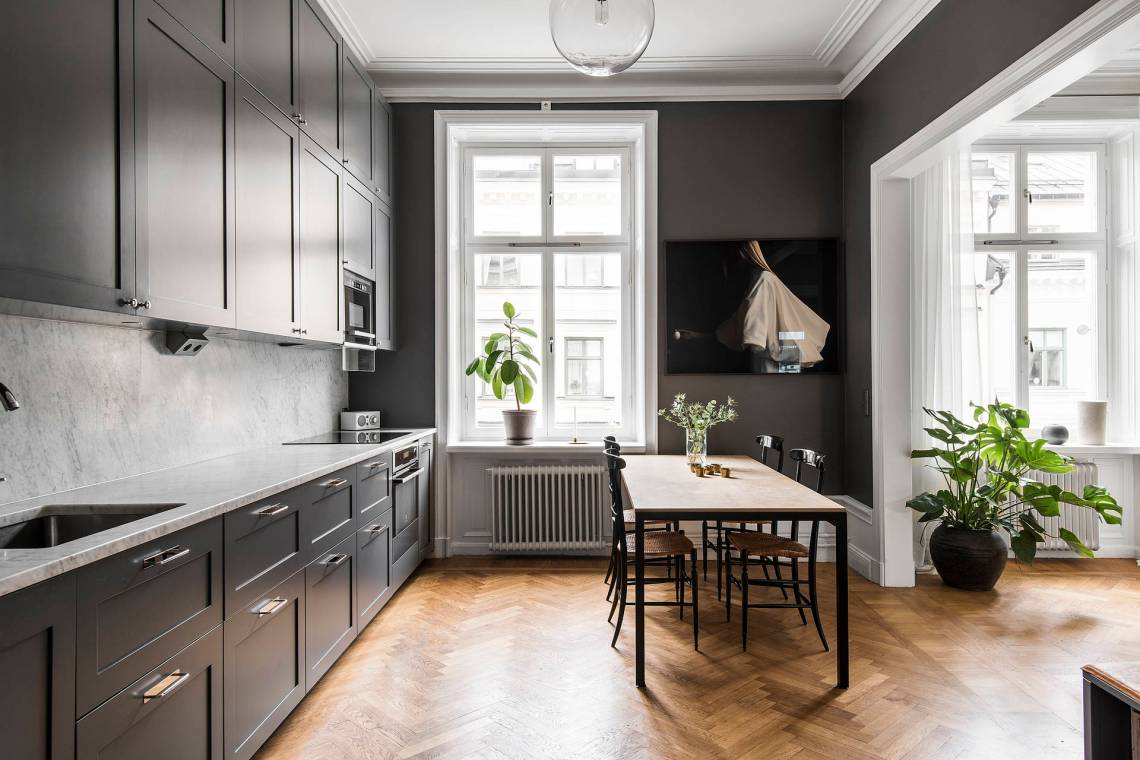 Cozy dark grey kitchen
