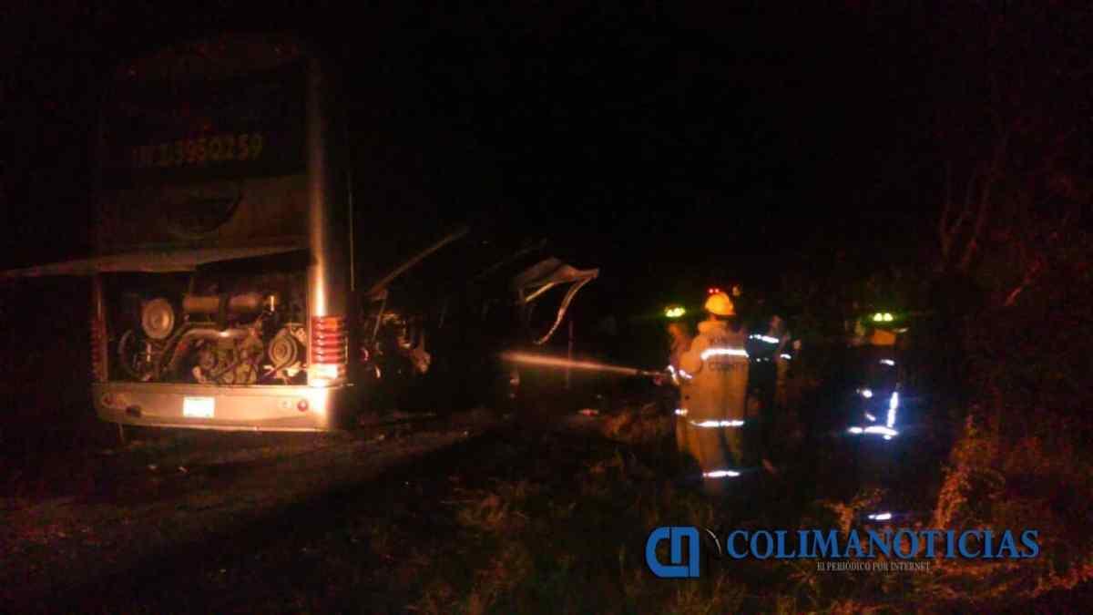 Incendio en un autobús causa pánico entre pasajeros que viajaban de Tecomán a Guadalajara