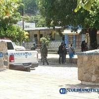 Sicarios ejecutan a joven a metros de una escuela y frente a base de policía