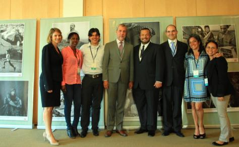 Equipo de la CMC, la CCCM, Sehlac y sobrevivientes de Colombia, entre otros, en la Primera Conferencia de Revisión de la Convención sobre Municiones en Racimo (Dubrovnik, Croacia, septiembre 2015). Foto Sehlac