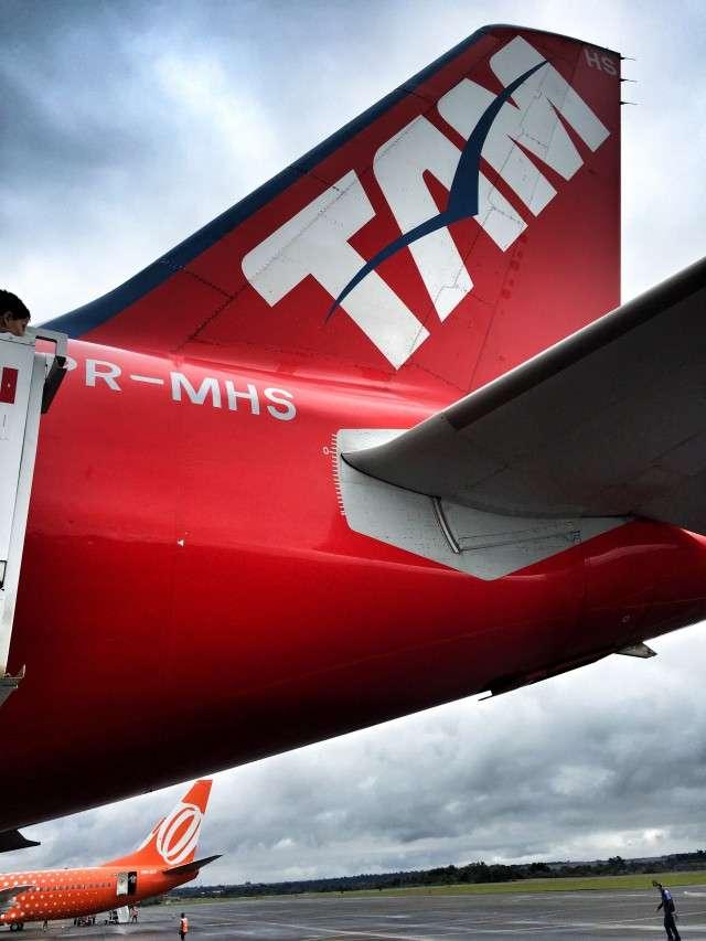 TAM-Flugzeug (im Hintergrund: Maschine der brasilianischen Gesellschaft Gol)