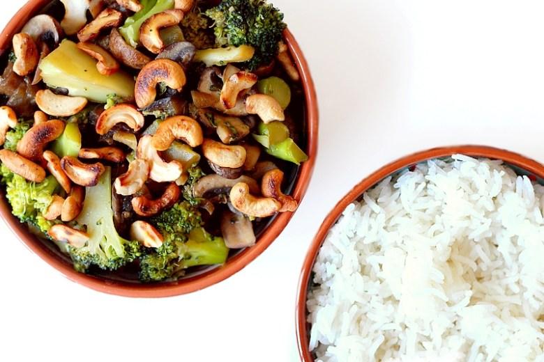 Recept vegan gewokte groenten met rijst en cashewnoten 2