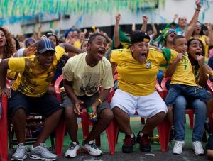 A alegria que ficou de fora dos estádios tem cor. Foto: @FutbolsaCountry