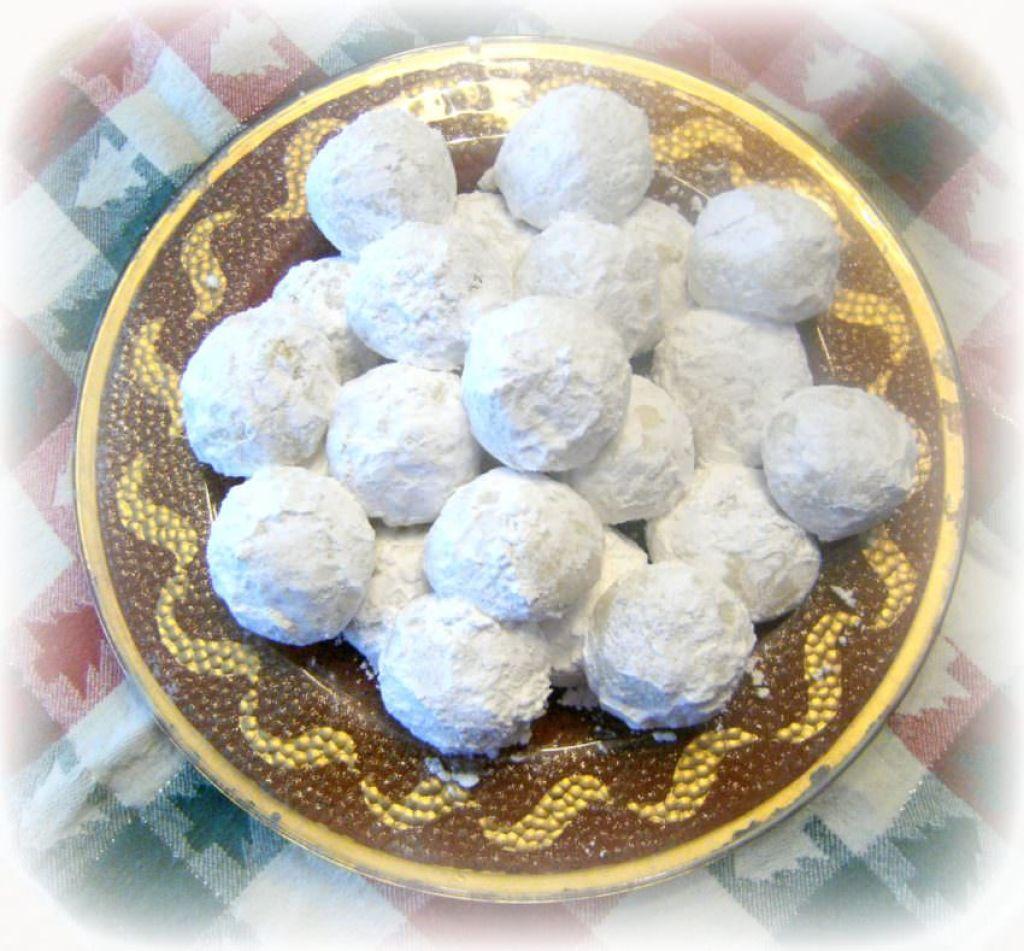 Pfeffernusse-Crunchy-Spiced-Snowball-Cookies | ComfortablyDomestic.com