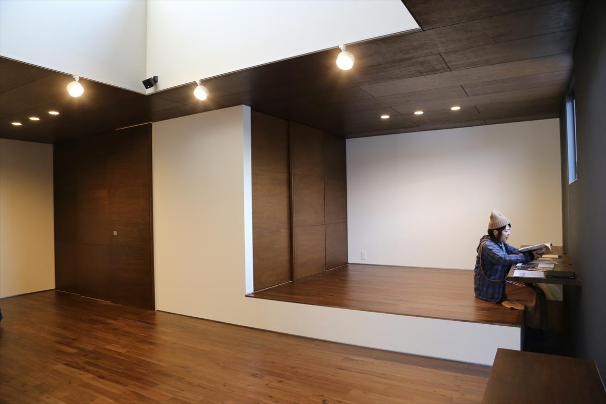 ザウスの完成見学会46 -明石のカフェ併用ガレージハウス 4/6-