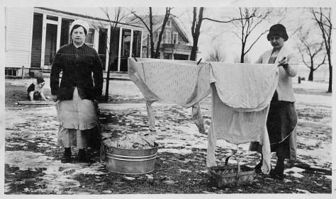 Farm women hanging laundry in 1917