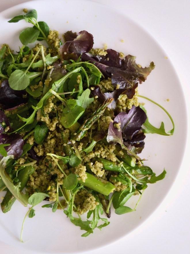 salada de quinoa e espargos