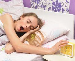 お泊まりの大敵寝起きの口臭を撃退する!8の改善対策