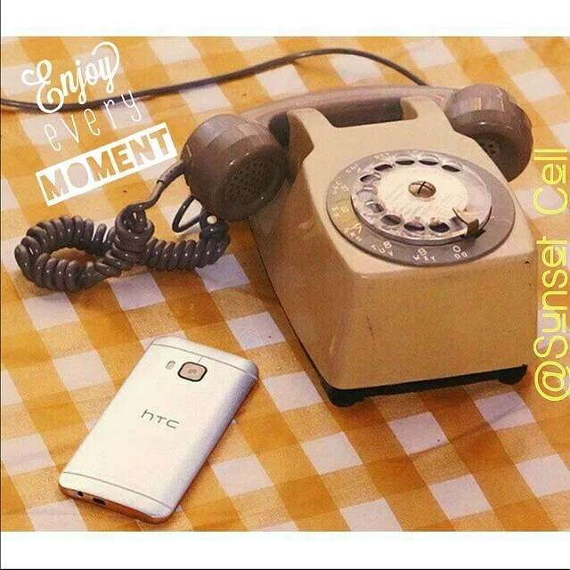 Throwback Thursday!! (Jueves del recuerdo) How times have changed! Did you remember these phones?