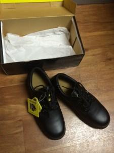Une nouvelle paire de souliers à caps d'acier.