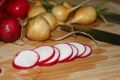 sliced-radishes