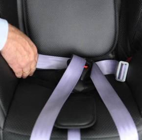 El precio de las sillas de niño en coche de alquiler