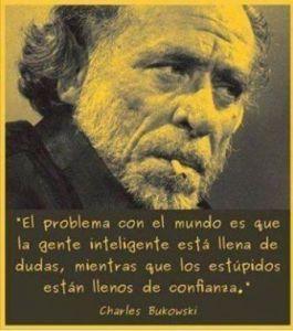 Cita de Bukowski sobre la seguridad de los estupidos