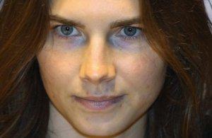 Amanda Knox Awaits Murder Verdict