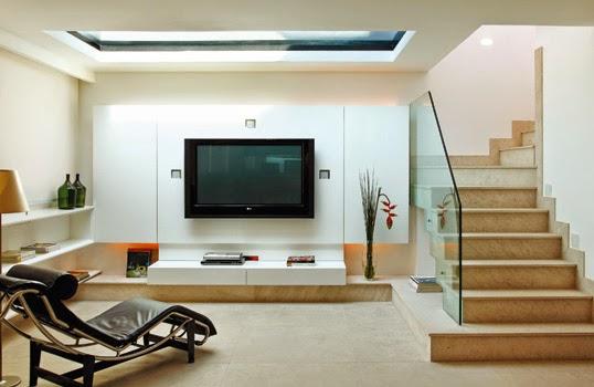Escada com degrau mais largo de marmore