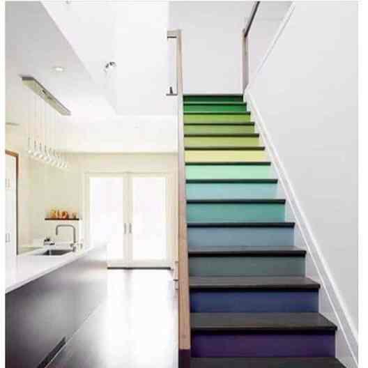 escada colorida cores no espelho