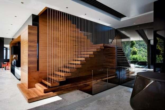 escada de madeira com cabos de aco