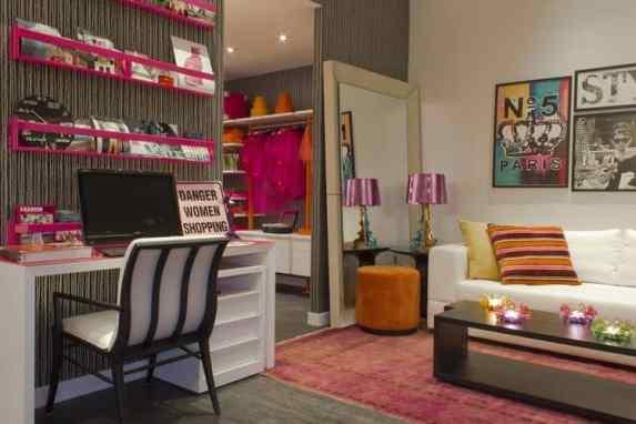 home-office-pequeno-com-detalhes-rosa