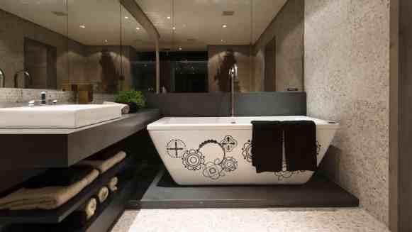 Banheiro moderno com pastilha de vidro