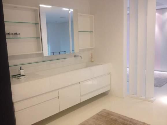 banheiro com tampo em marmore pigues
